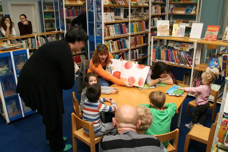 Volonteri čitaju