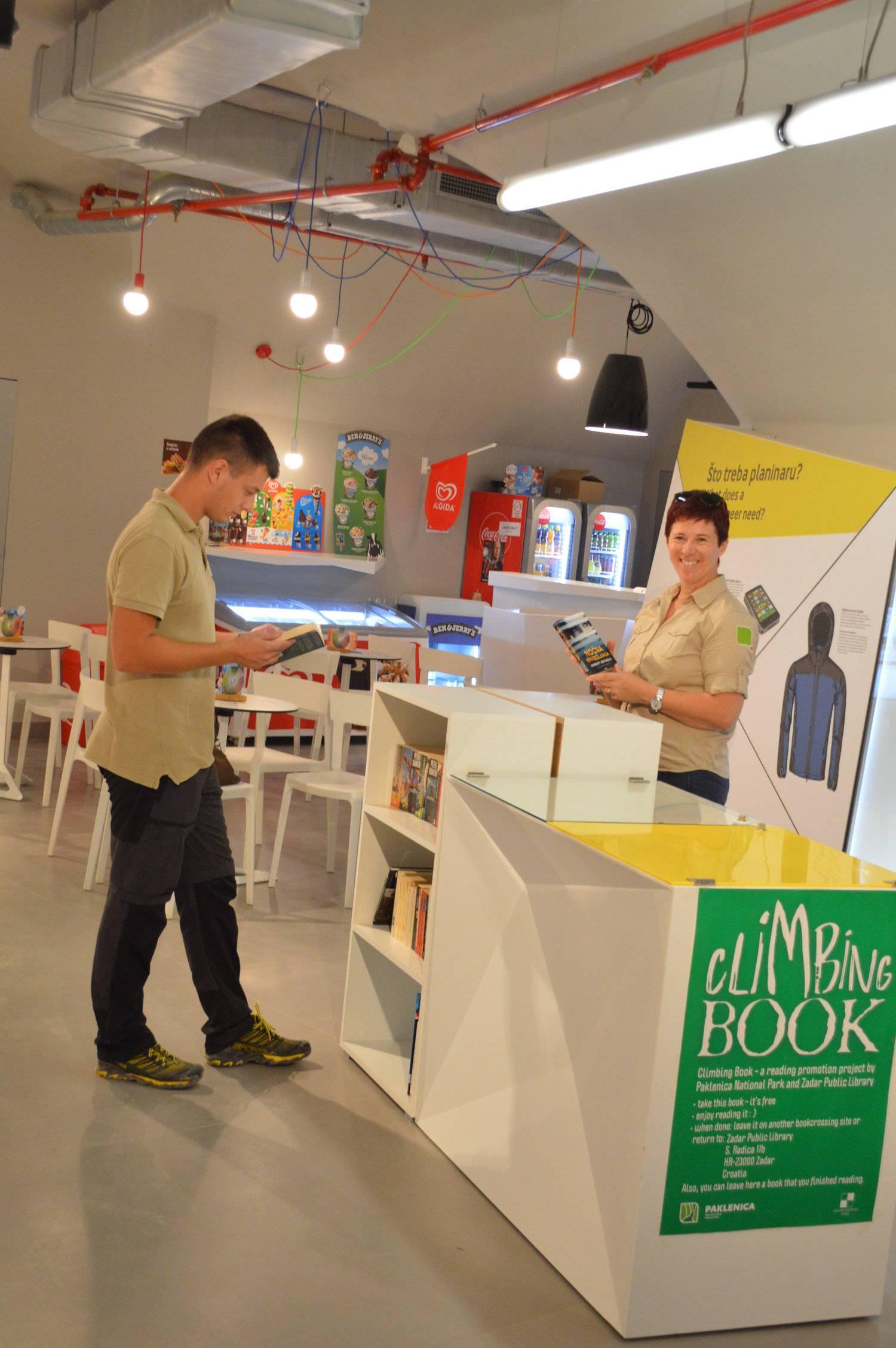 """""""Climbing book"""" (Penjajuća knjiga)"""