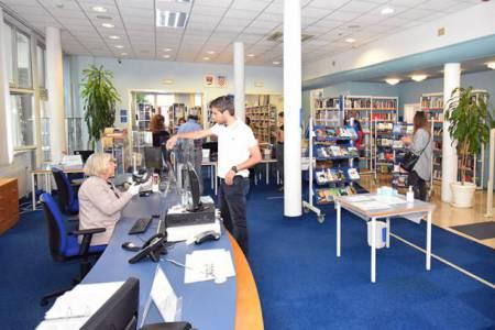 Pult Gradske knjižnice Zadar (središnja knjižnica)
