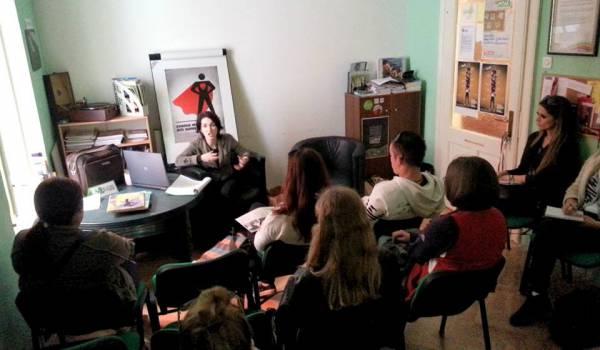 Ivana Begović obučava mlade čitanju naglas